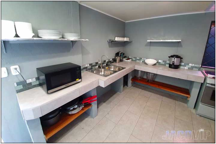 Equipped Kitchen for guest use
