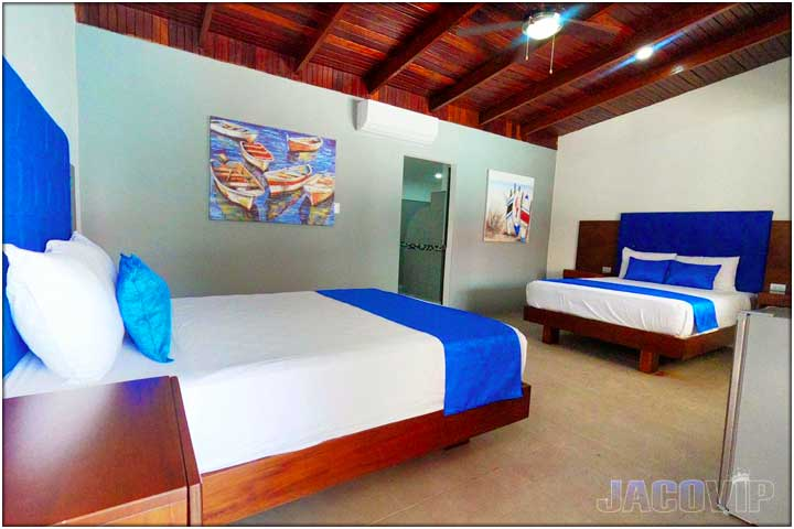 bedroom with 2 queen size beds