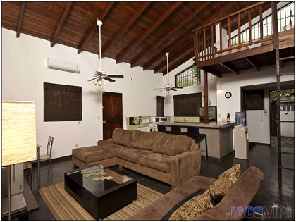 Jaco vip casa cordoba gris vacation rental for Rent a center living room groups
